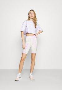 ONLY - ONLVERA TIE DYE SET - Print T-shirt - white - 1
