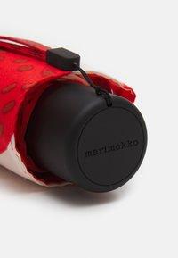 Marimekko - MINI MANUAL MANSIKKA UMBRELLA - Parasol - off white/red/green - 3