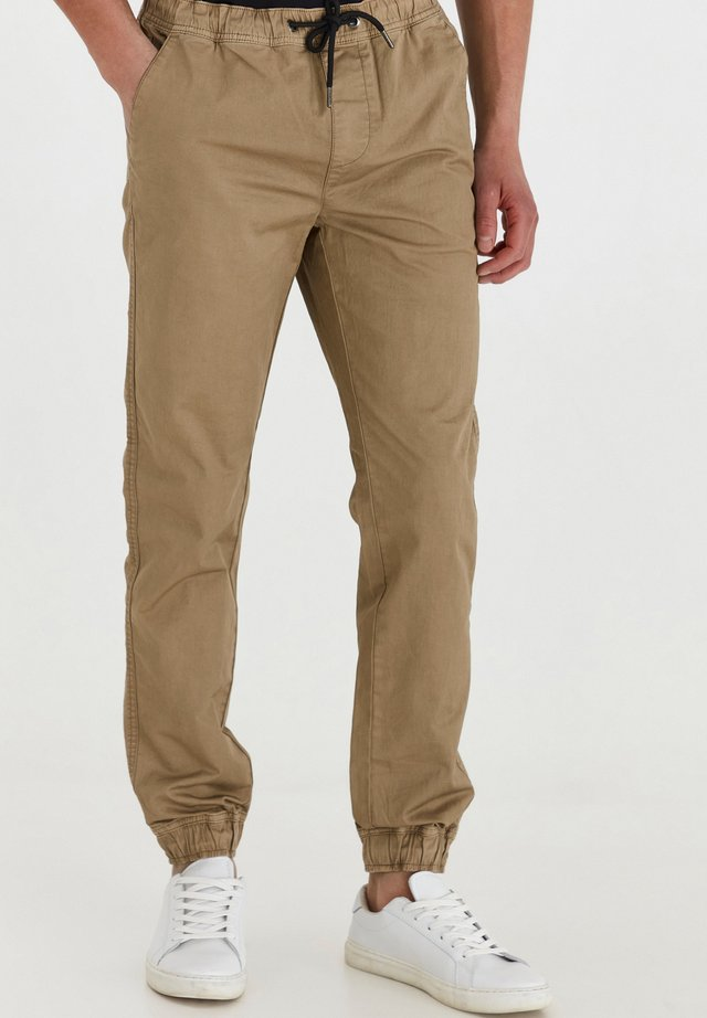 BRADEN - Jeans Tapered Fit - taupe