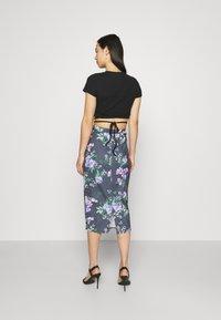 WAL G. - LANCE FLORAL MIDI SKIRT - Pencil skirt - purple - 2