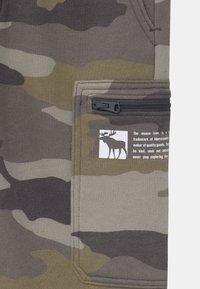 Abercrombie & Fitch - LOGO - Pantalones deportivos - green - 2