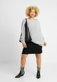 Glamorous Curve - TRIM JUMPER - Strikkegenser - light grey - 1