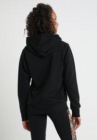 New Balance - ESSENTIALS HOODIE - Bluza z kapturem - black - 2
