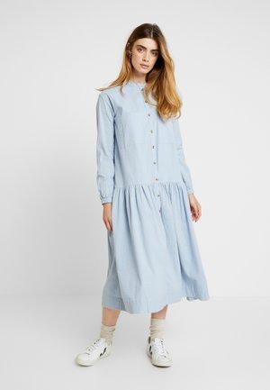 SALLY DRESS - Košilové šaty - blue fog