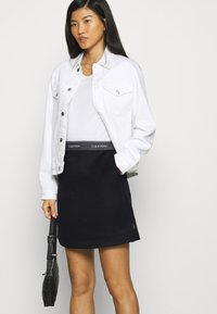 Calvin Klein - DOUBLE FACE SKIRT - Mini skirt - black - 3