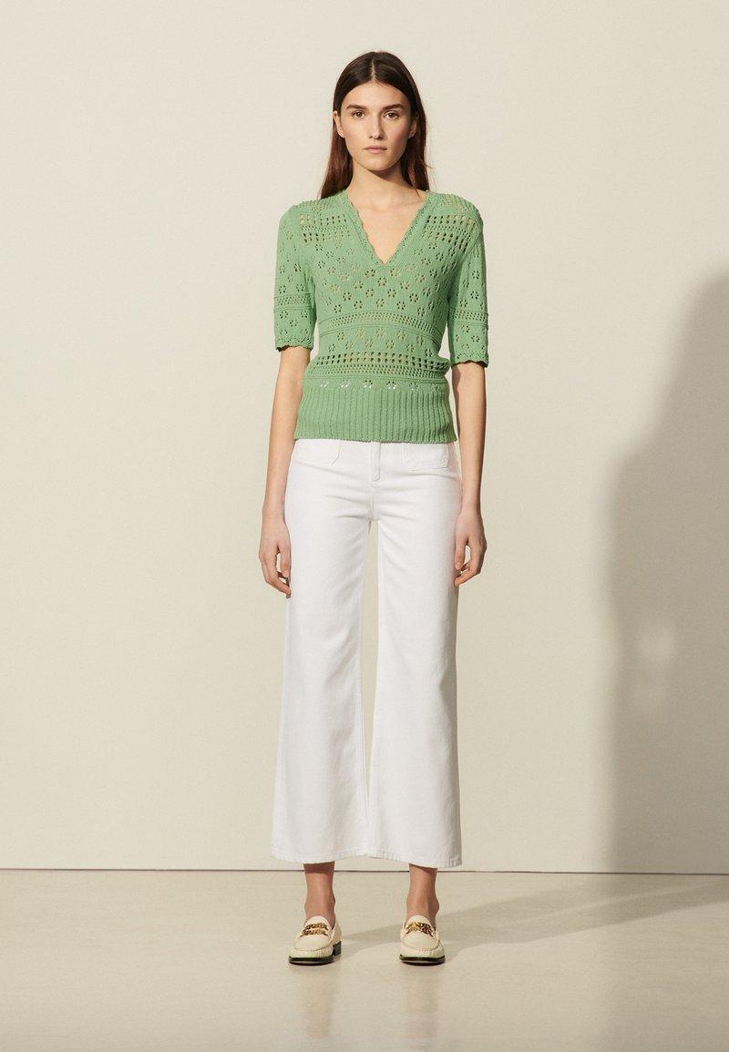 sandro - JOE - Print T-shirt - vert amande