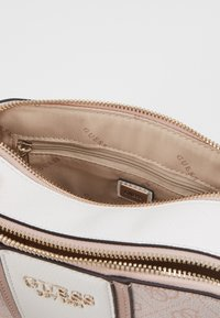 Guess - CATHLEEN - Bandolera - blush