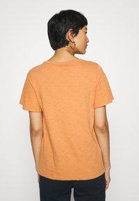 GAP - SLUB  - T-shirt basic - tumeric - 2