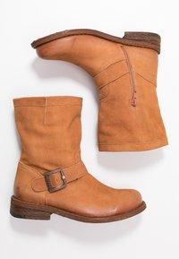 Felmini Wide Fit - GREDO - Cowboy/biker ankle boot - cognac - 3