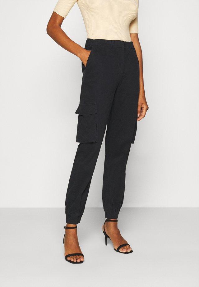 PCSISCA ELASTIC CARGO PANT - Cargo trousers - black