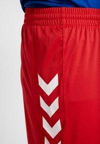 Hummel - CORE SHORTS - Sportovní kraťasy - true red pro - 4