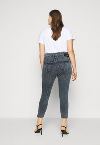 Calvin Klein Jeans Plus - HIGH RISE SKINNY ANKLE - Jeans Skinny Fit - blue/black denim - 2