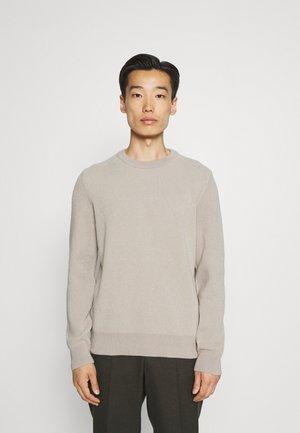 Stickad tröja - dapple gray