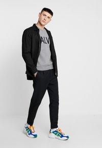 Calvin Klein Jeans - SWEATER - Svetr - grey heather/black - 1
