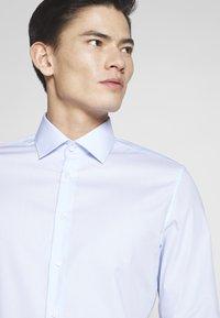 Seidensticker - BUSINESS KENT - Formal shirt - light blue - 5