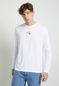 Calvin Klein Jeans - BACK GRAPHIC UNISEX - Long sleeved top - bright white - 0
