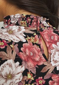 Vila - VIKANTI HIGH RUFFLE NECK DRESS - Robe d'été - black - 4