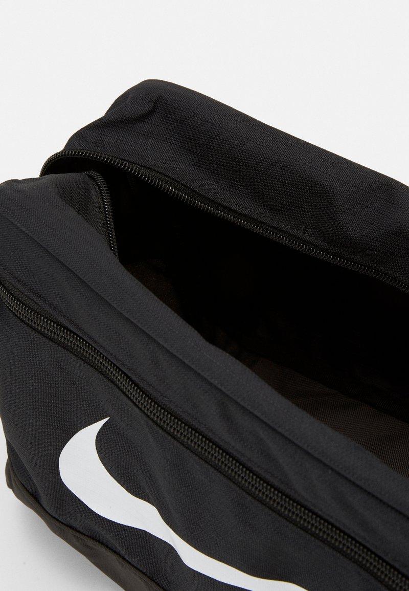 Nike Performance - SHOE 11L UNISEX - Wash bag - black/white