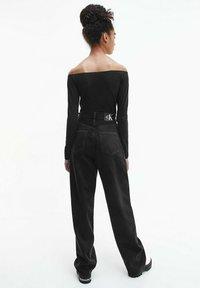 Calvin Klein Jeans - SLIM OFF SHOULDER TOP - Long sleeved top - ck black - 2