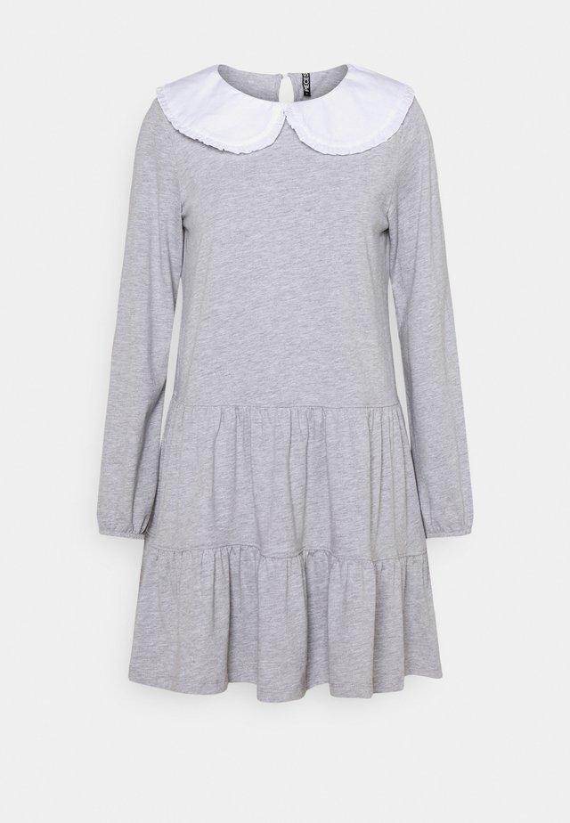 PCHYLLA DRESS - Sukienka z dżerseju - light grey melange/white
