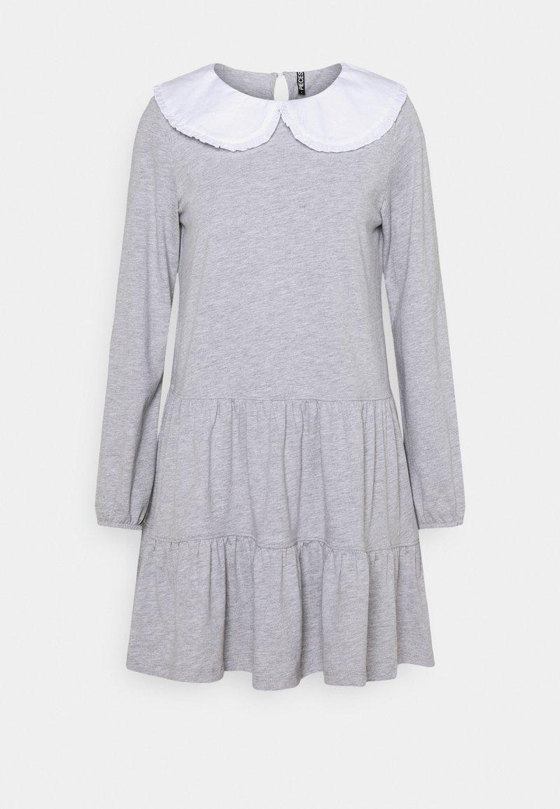 Pieces Petite - PCHYLLA DRESS - Sukienka z dżerseju - light grey melange/white