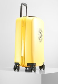 Kipling - CURIOSITY S - Wheeled suitcase - vivid yellow nc - 5