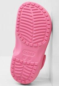Crocs - CLASSIC - Pool slides - pink lemonade - 4