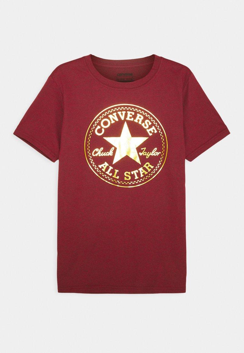 Converse - FOIL CHUCK PATCH TEE UNISEX - T-shirt imprimé - gym red heather