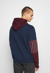 adidas Originals - SUMMER HOODY - Sweat à capuche - conavy/maroon - 2
