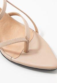 NA-KD - POINTY SOLE TOE STRAP  - Sandály - nude/beige - 2