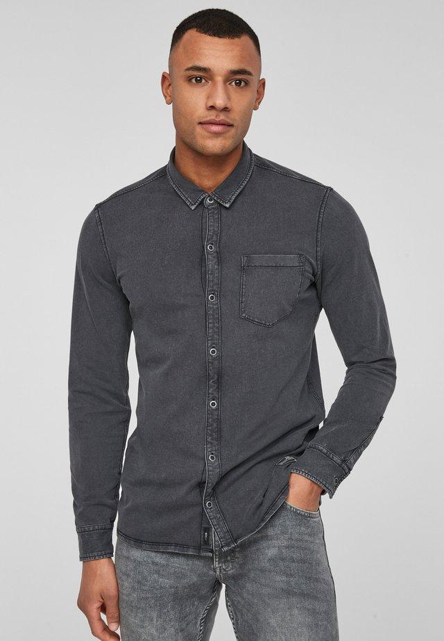 MIT WASCHUNG - Overhemd - black