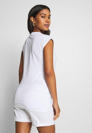 BOSTON - T-shirts med print - optical white
