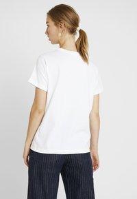 Champion Reverse Weave - SMAL SCRIPT CREWNECK  - Print T-shirt - white - 2