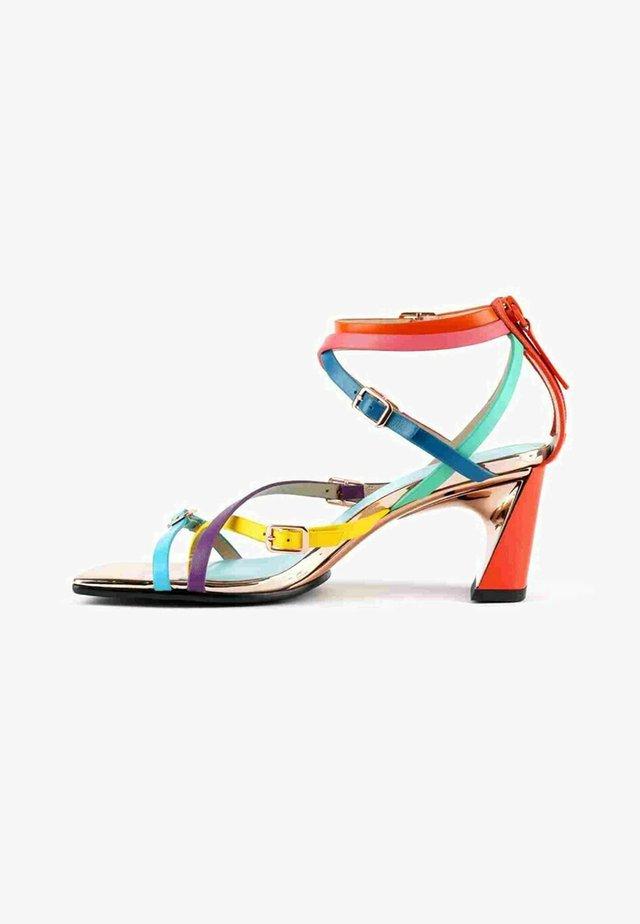 Sandales à talons hauts - multicolor