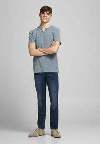 Jack & Jones PREMIUM - Basic T-shirt - limoges - 1