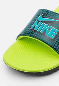Nike Performance - KAWA SLIDE UNISEX - Sandały kąpielowe - black/aquamarine - 5