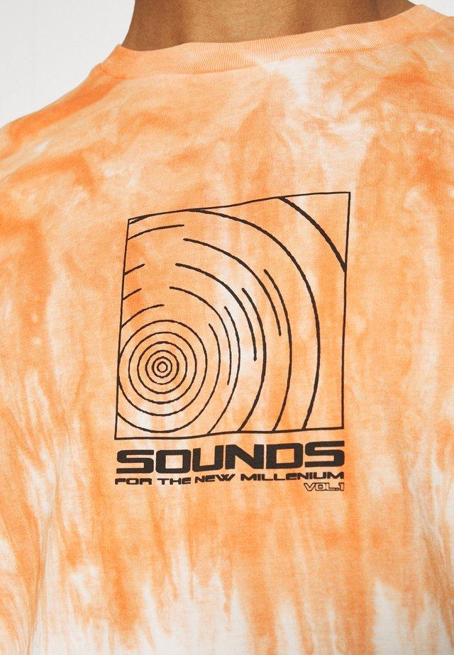SOUNDS TIE DYE TEE UNISEX - T-shirt z nadrukiem - multi