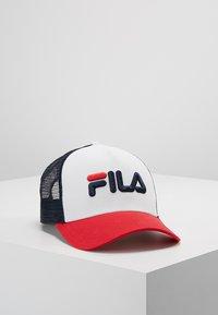 Fila - TRUCKER SNAP BACK - Gorra - black iris/true red/bright white - 0