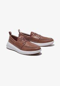 Timberland - BRADSTREET ULTRA BOAT - Boat shoes - soil - 0