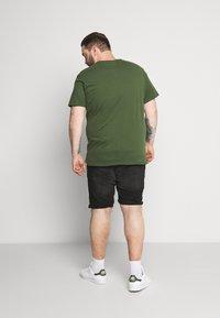 Blend - SLIM  - T-shirt basic - forest green - 2