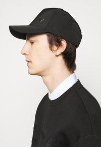Emporio Armani - BASEBALL HAT UNISEX - Czapka z daszkiem - black - 1