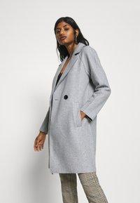 ONLY Petite - BERNA BONDED COAT - Zimní kabát - light grey melange - 3