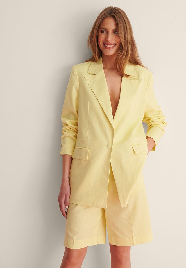 LINEN BLEND BLAZER - Krótki płaszcz - dusty yellow