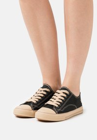 Grand Step Shoes - MARLEY CLASSIC - Trainers - black - 0