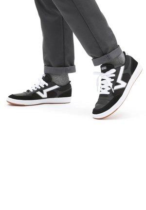 UA Lowland CC - Sneakers - black
