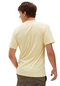 Vans - MN ORIGINAL DNA SIDESTRIPE SS - Print T-shirt - mellow yellow - 1