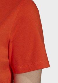 adidas Originals - TREFOIL TEE - T-shirt print - energy orange/cardboard - 6