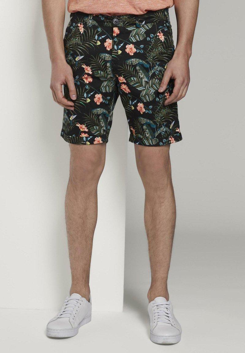 TOM TAILOR DENIM - TOM TAILOR DENIM HOSEN & CHINO GEMUSTERTE CHINO SHORTS - Shorts - colorful botanical print