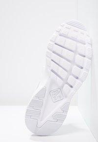 Nike Sportswear - AIR HUARACHE RUN ULTRA - Trainers - white - 4