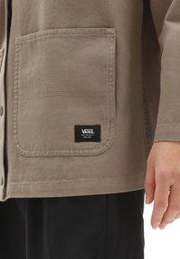 Vans - DRILL CHORE  - Summer jacket - military khaki - 3